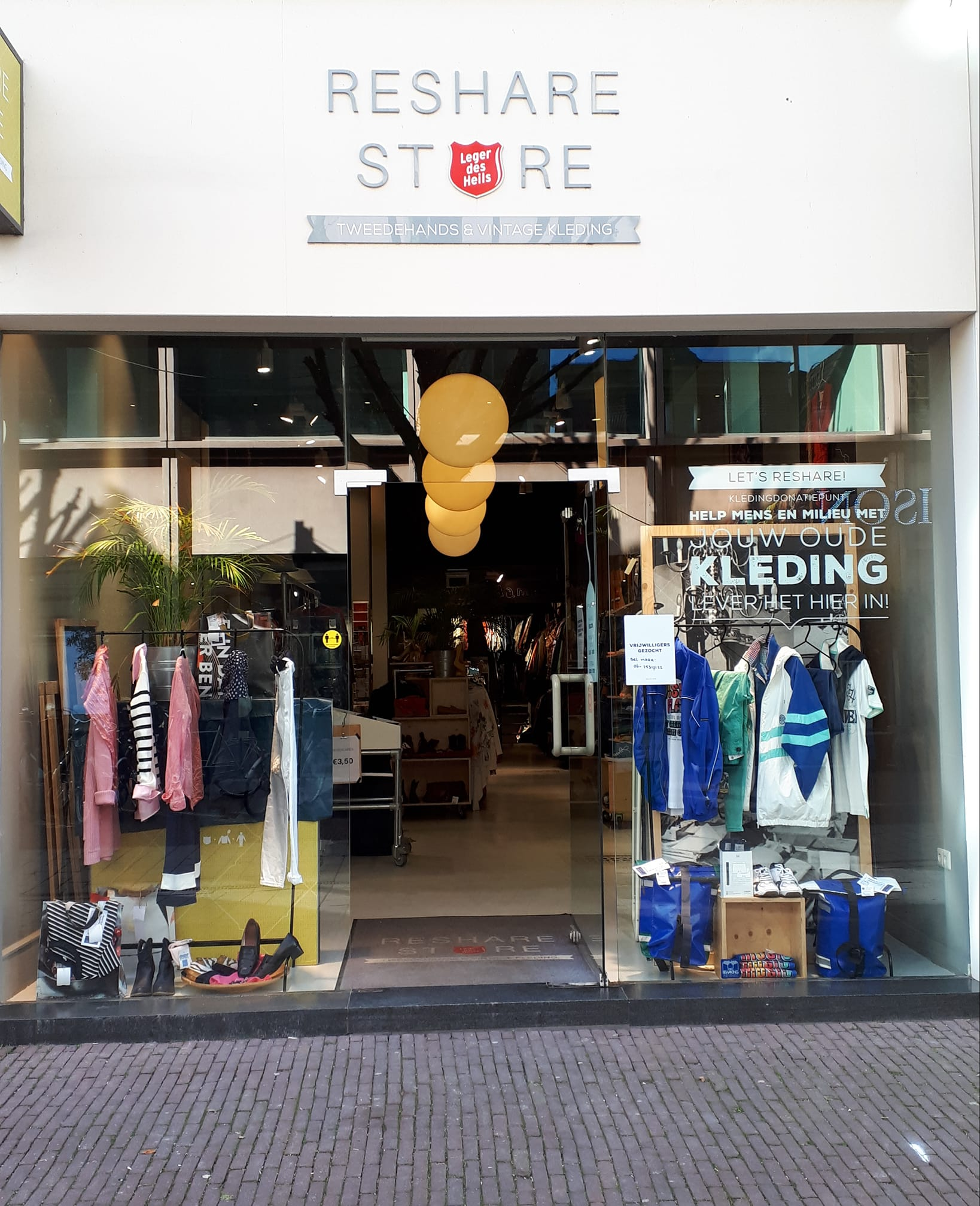 ReShare Store Arnhem zamelt kleding in met een verhaal