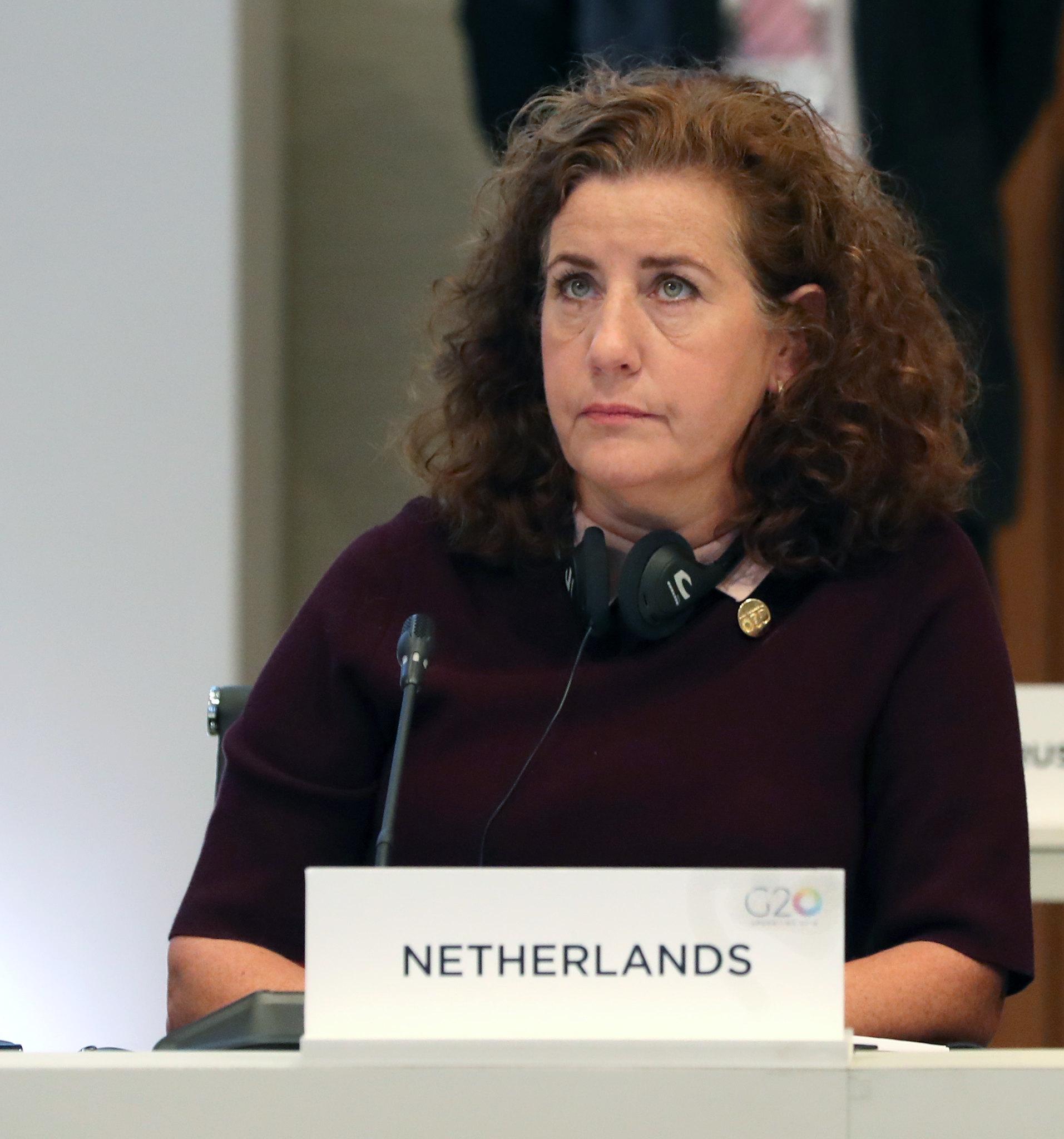 Minister Ingrid van Engelshoven aanwezig bij testvoorstelling in Stadstheater Arnhem