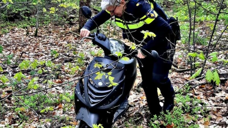 Man vlucht voor politie op scooter